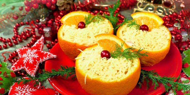 Сырный салат с крабовыми палочками в апельсине