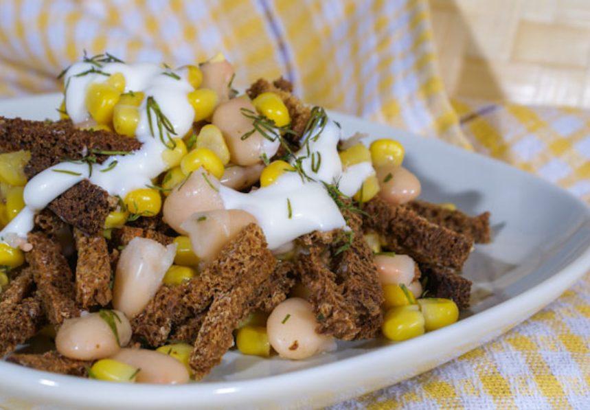 Салат из кукурузы с сухариками
