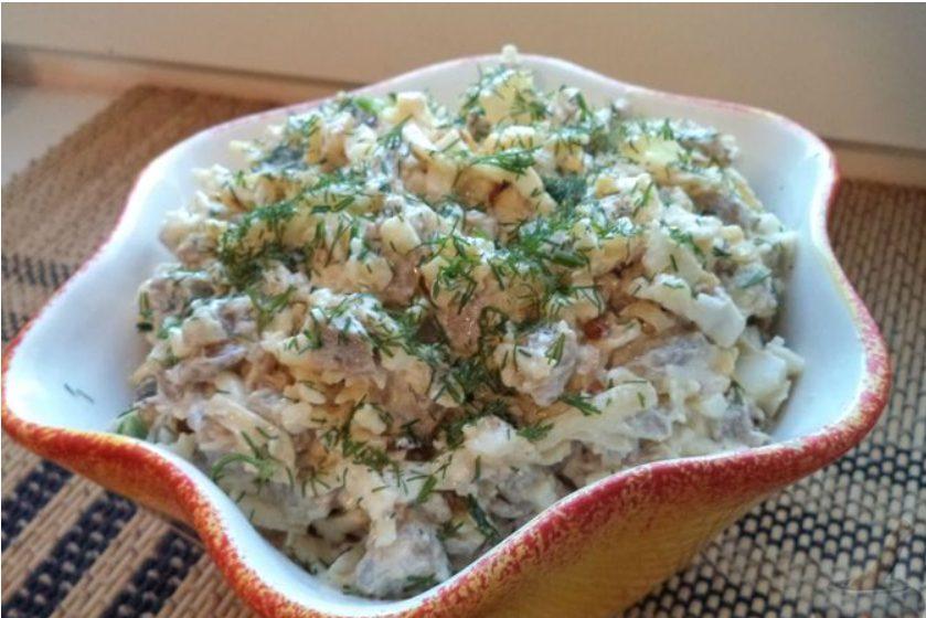 Салат мясной с сыром и яйцом