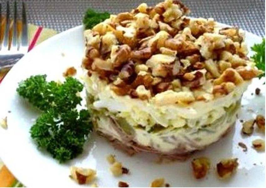 Слоеный мясной салат с орехами (Грузинская кухня)