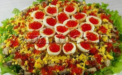 Вкусный салат с красной рыбой и икрой