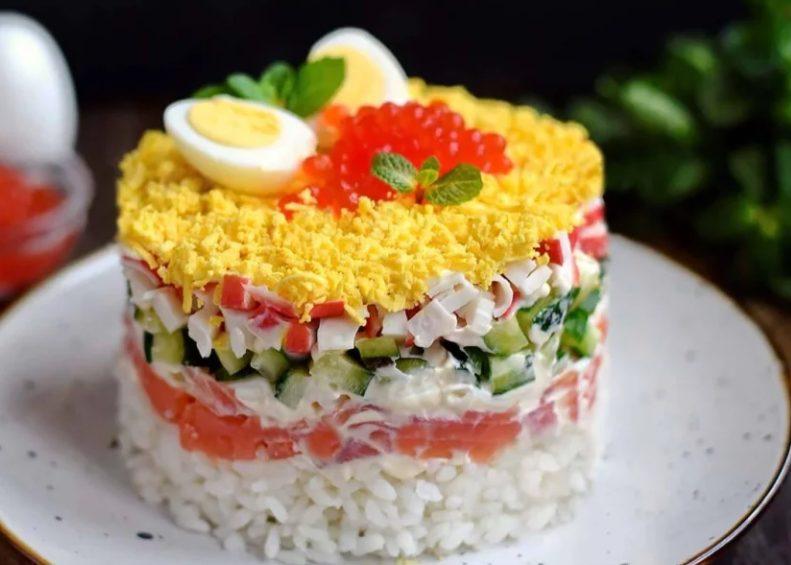 Салат из семги и крабовых палочек