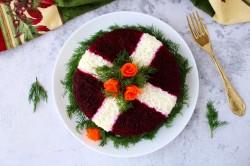 Салат со свеклой, курицей и соленным огурцом
