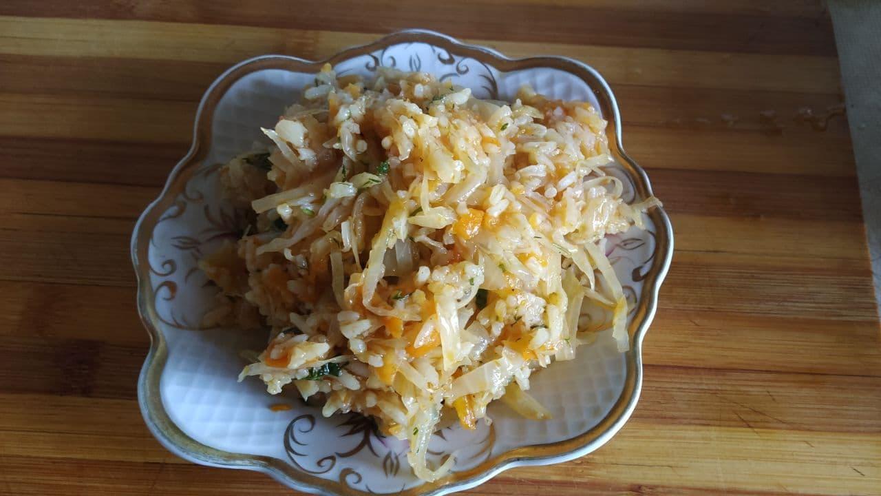 Салат из капусты с рисом